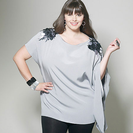 Asymmetrical-Loose-fitting-tunic-with-bell-sleeve